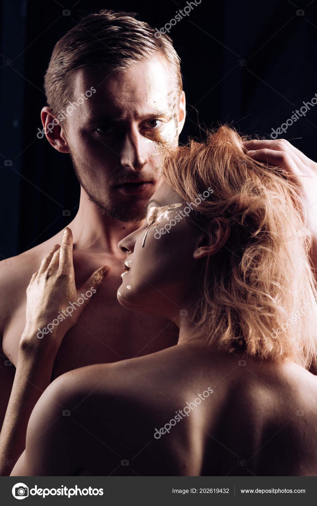 Coppia In Amore Con Il Corpo Nudo Coppia In Amore Abbraccio E Ha