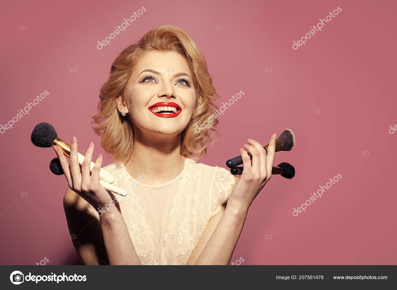 982c46d6b9d4 Schönheit, Mode, Kosmetik, Vintage-Stil. Retro-Frau mit Make-up ...