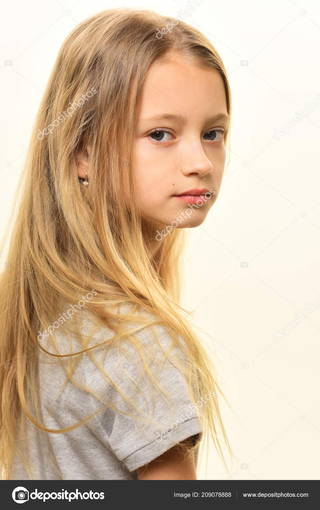 Haarschnitt Modische Frisur Fur Kleine Madchen Blonden Haarschnitt