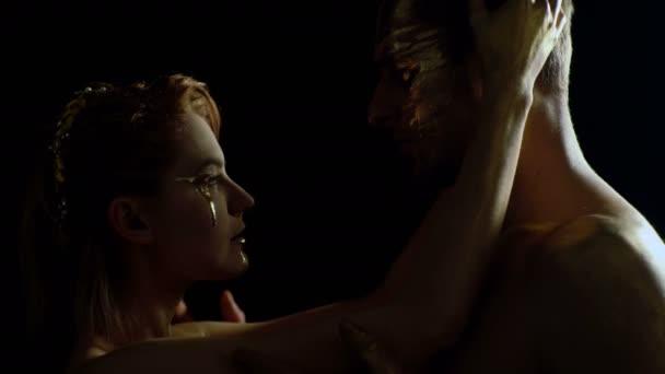 Erotik-Konzept. Erotik mit paar goldenen Körper und berühren einander