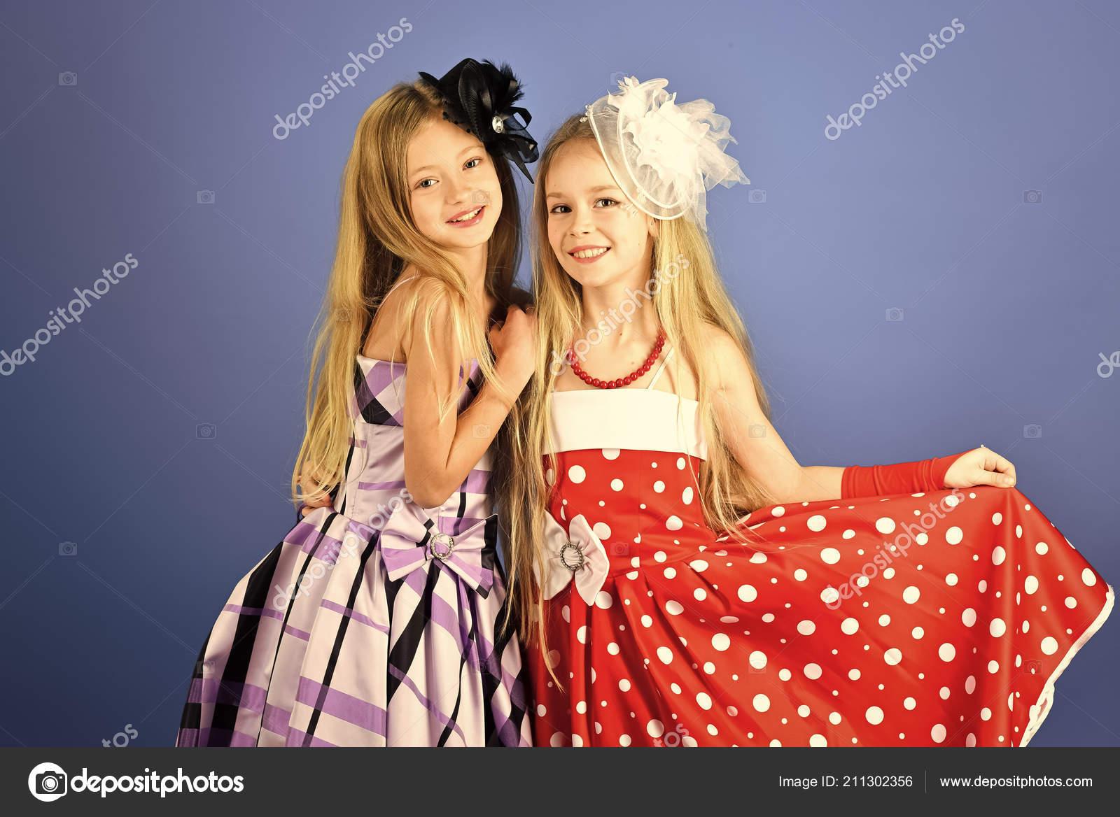 46a5127f933 Móda a krása, malá princezničko. Přátelství, podívej, kadeřnice, svatební.  Rodinné móda modelu sestry, krása. Holčičky v módní šaty, prom.