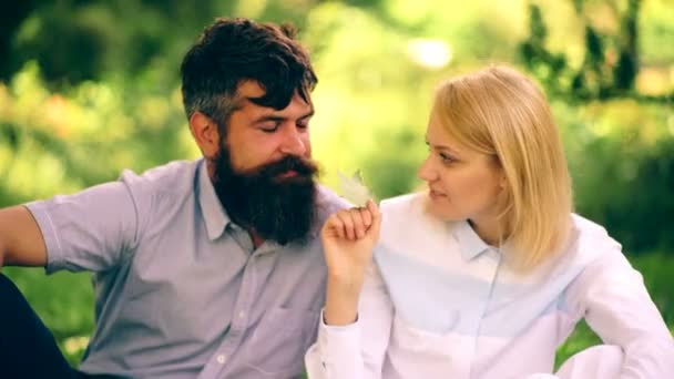 Online dating dívka na chlap poměr