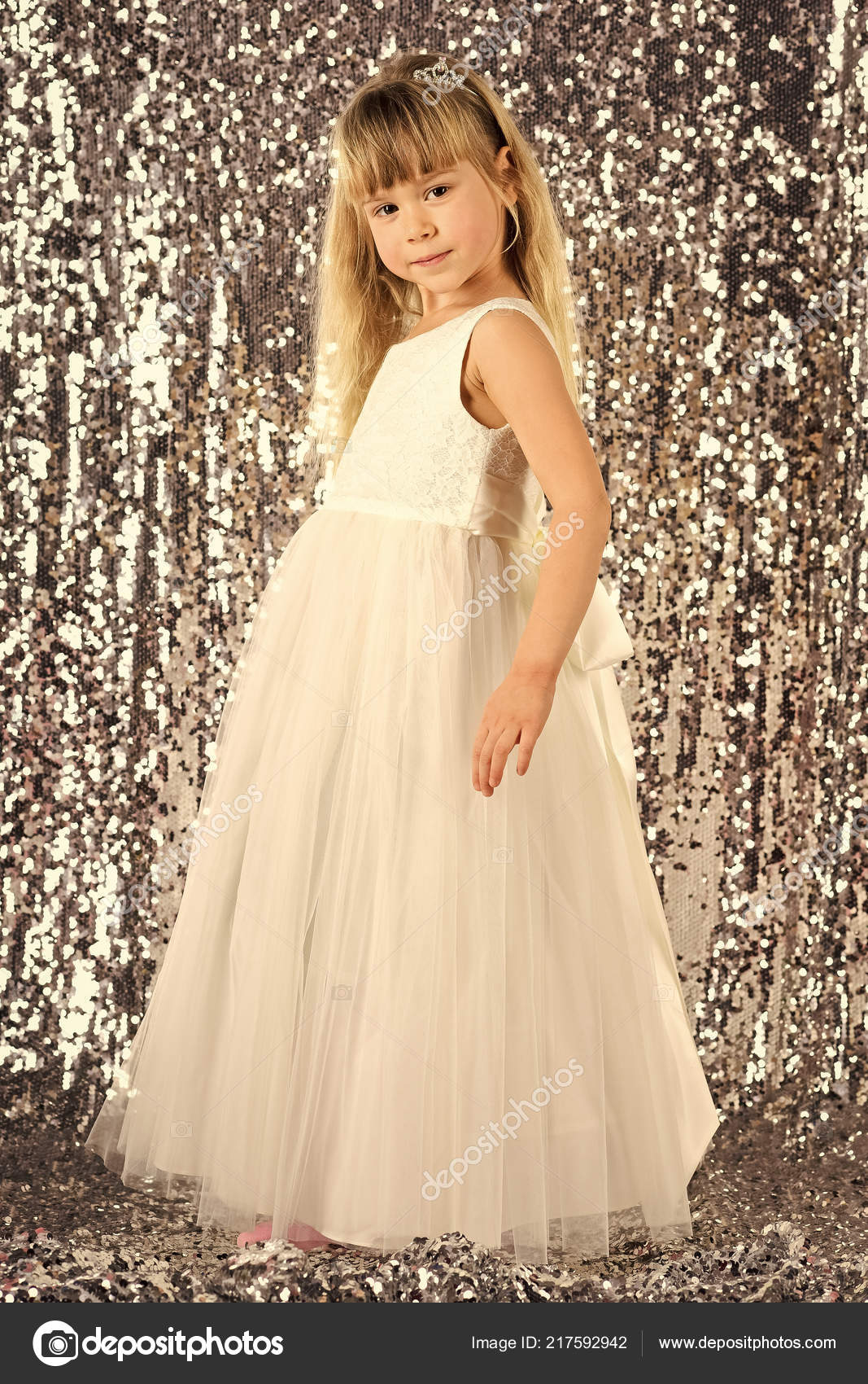 d248339d4840 Elegance and stylish look. elegance, little girl in dress — Stock Photo