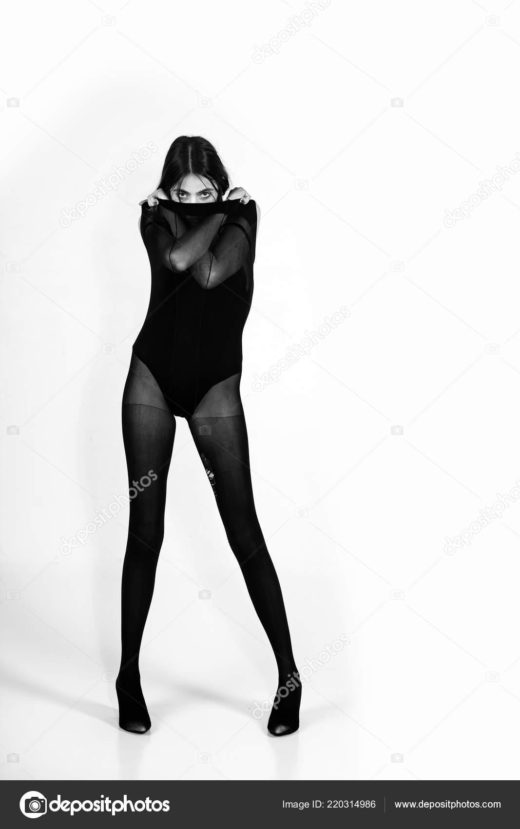Девушек это фото девушку длинные ножки жизнь старческих