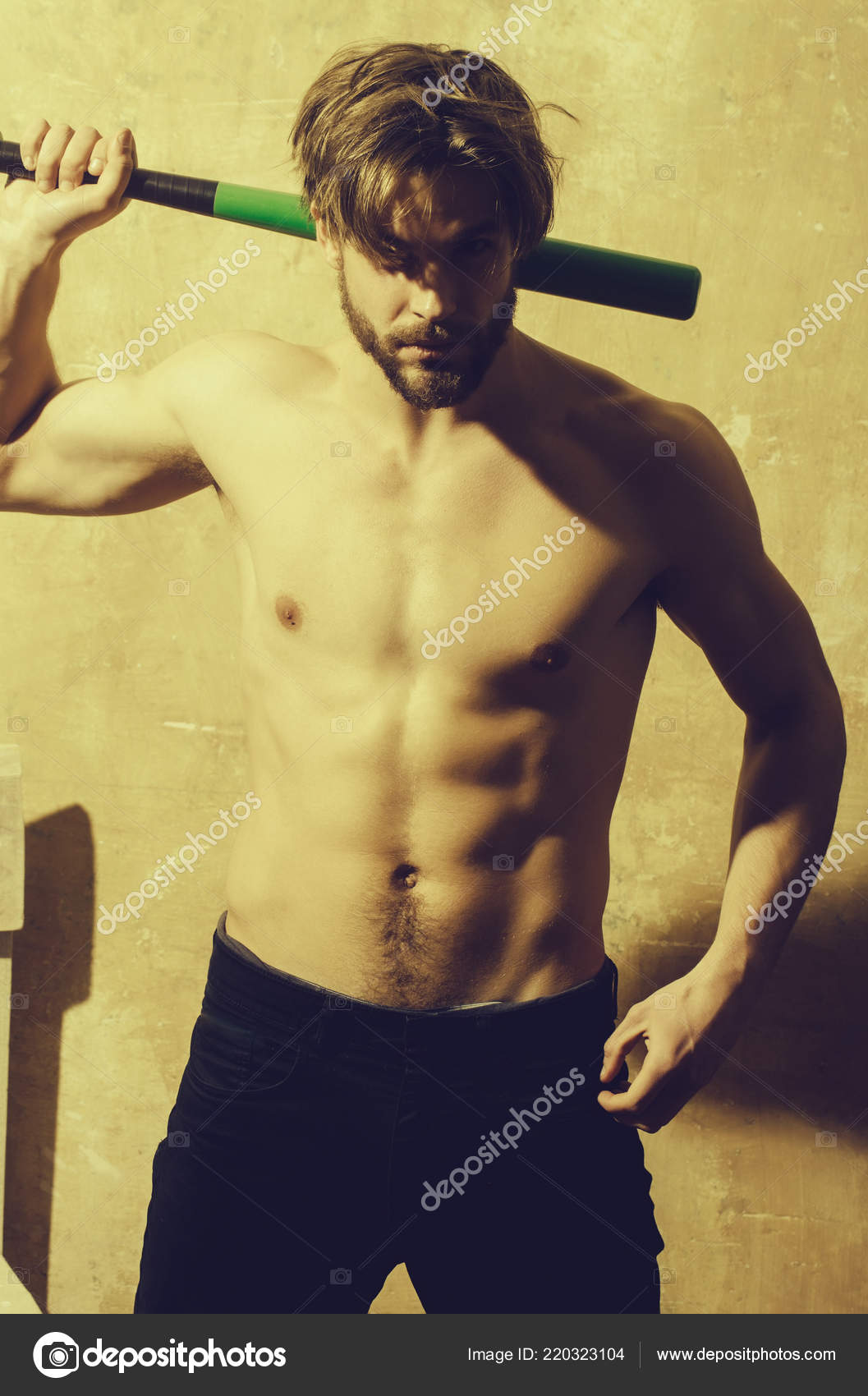 Athletic man with muscular torso standing with baseball bat– stock image