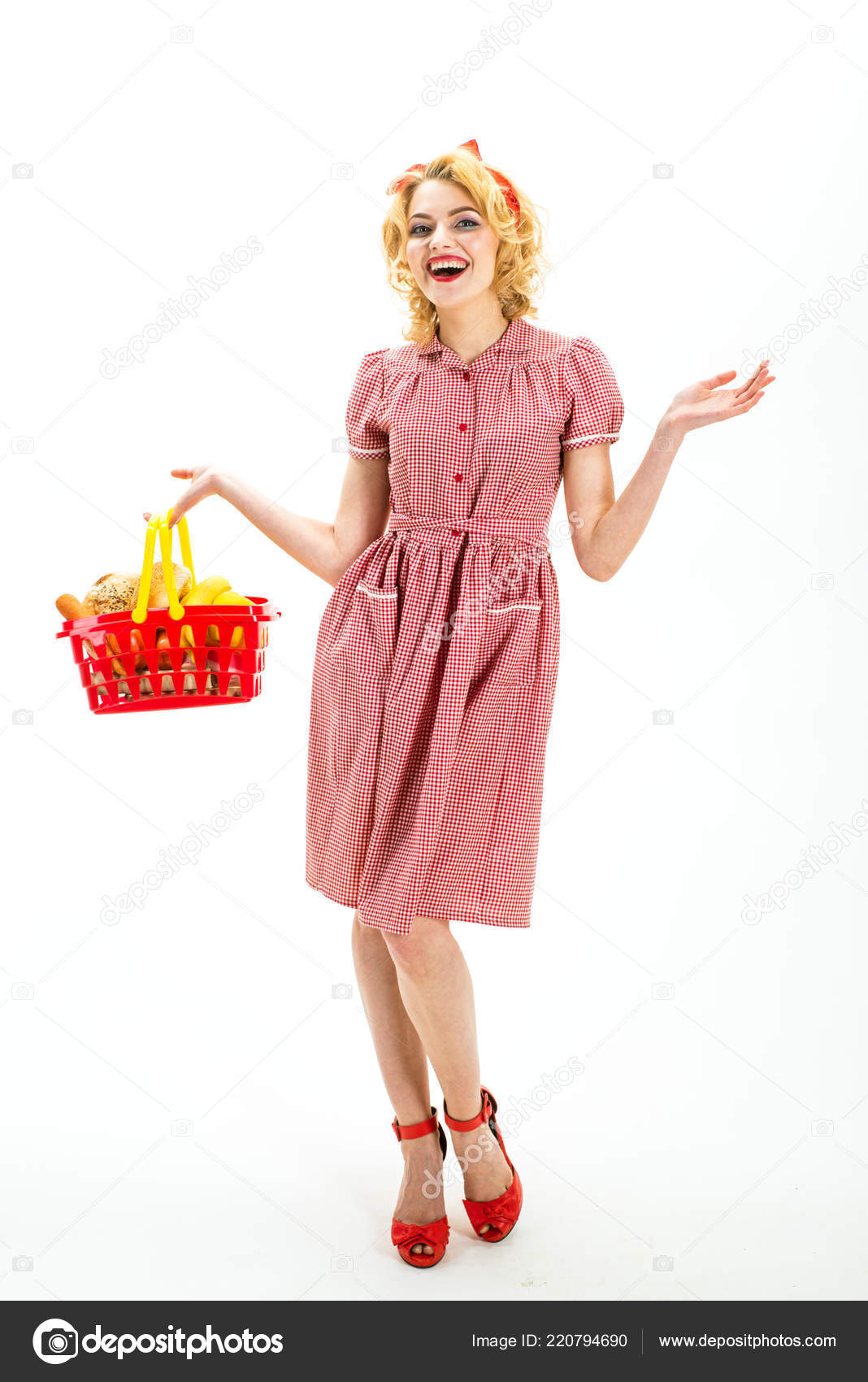 3dafb8c9f23 Going for shopping. happy retro woman go shopping. I want to buy this.