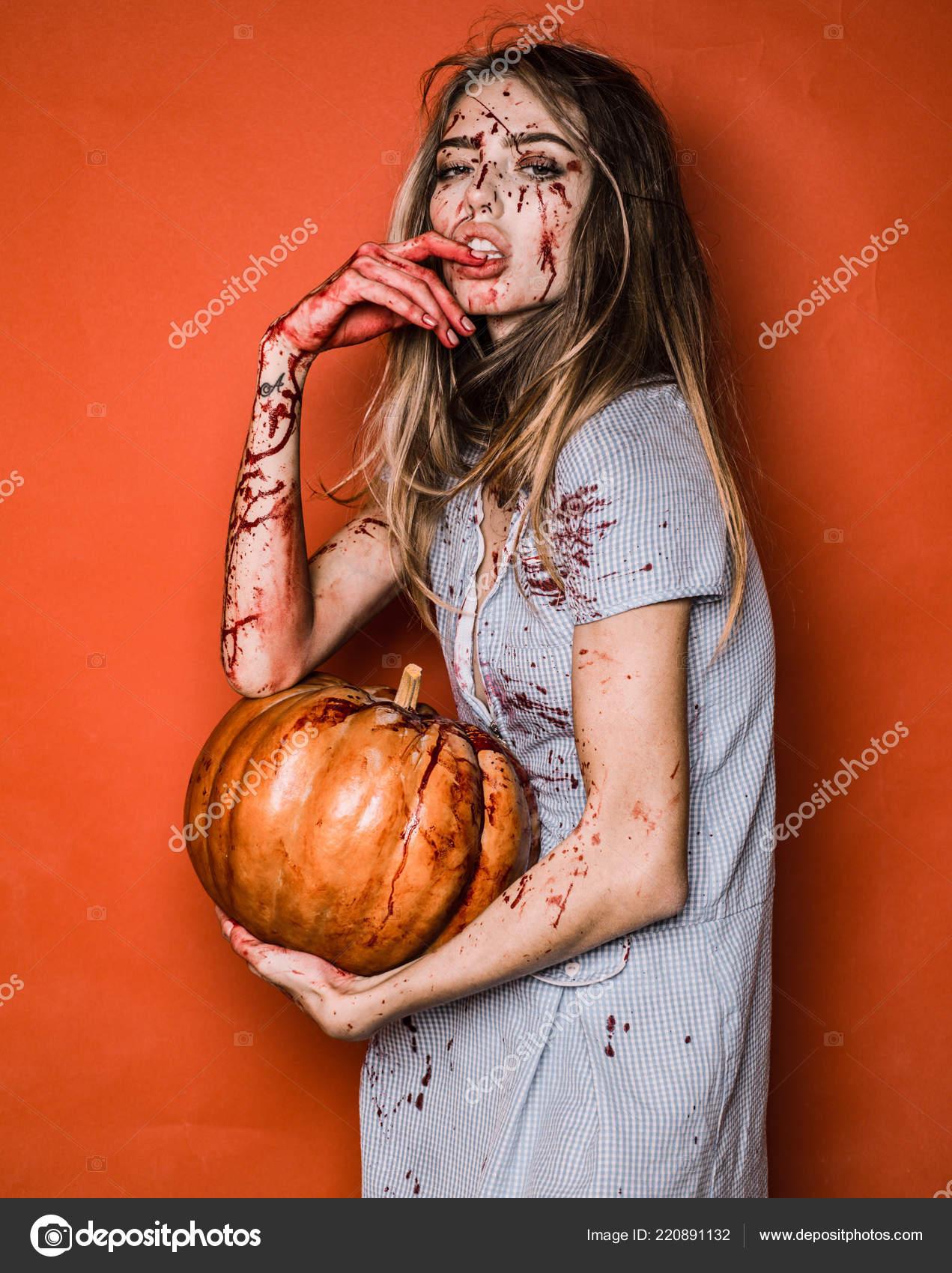 Кровавые сексуальные вампиры