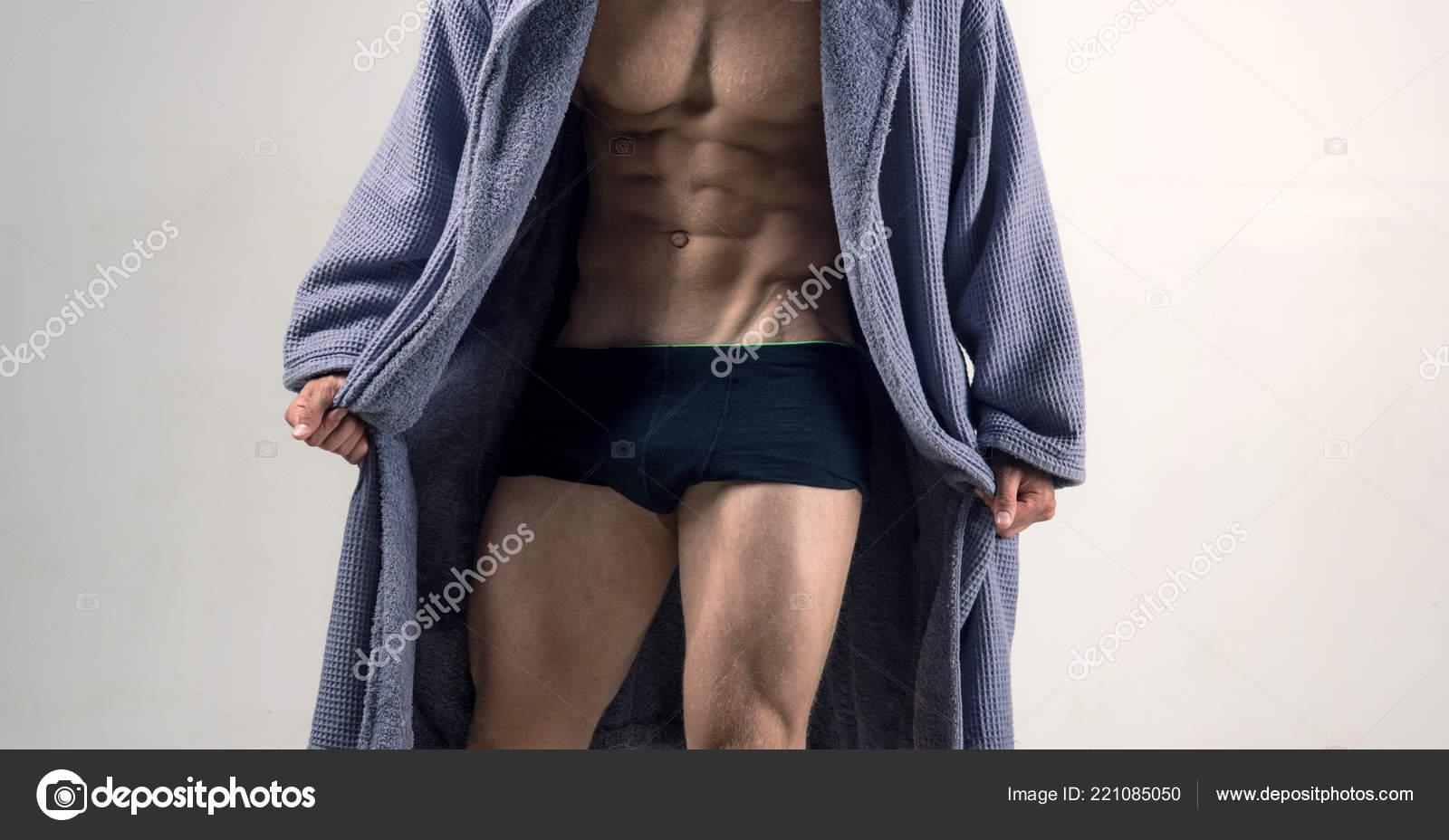 b4670e155356 Modelo masculino topless con el hermoso torso. Gay en ropa interior ...