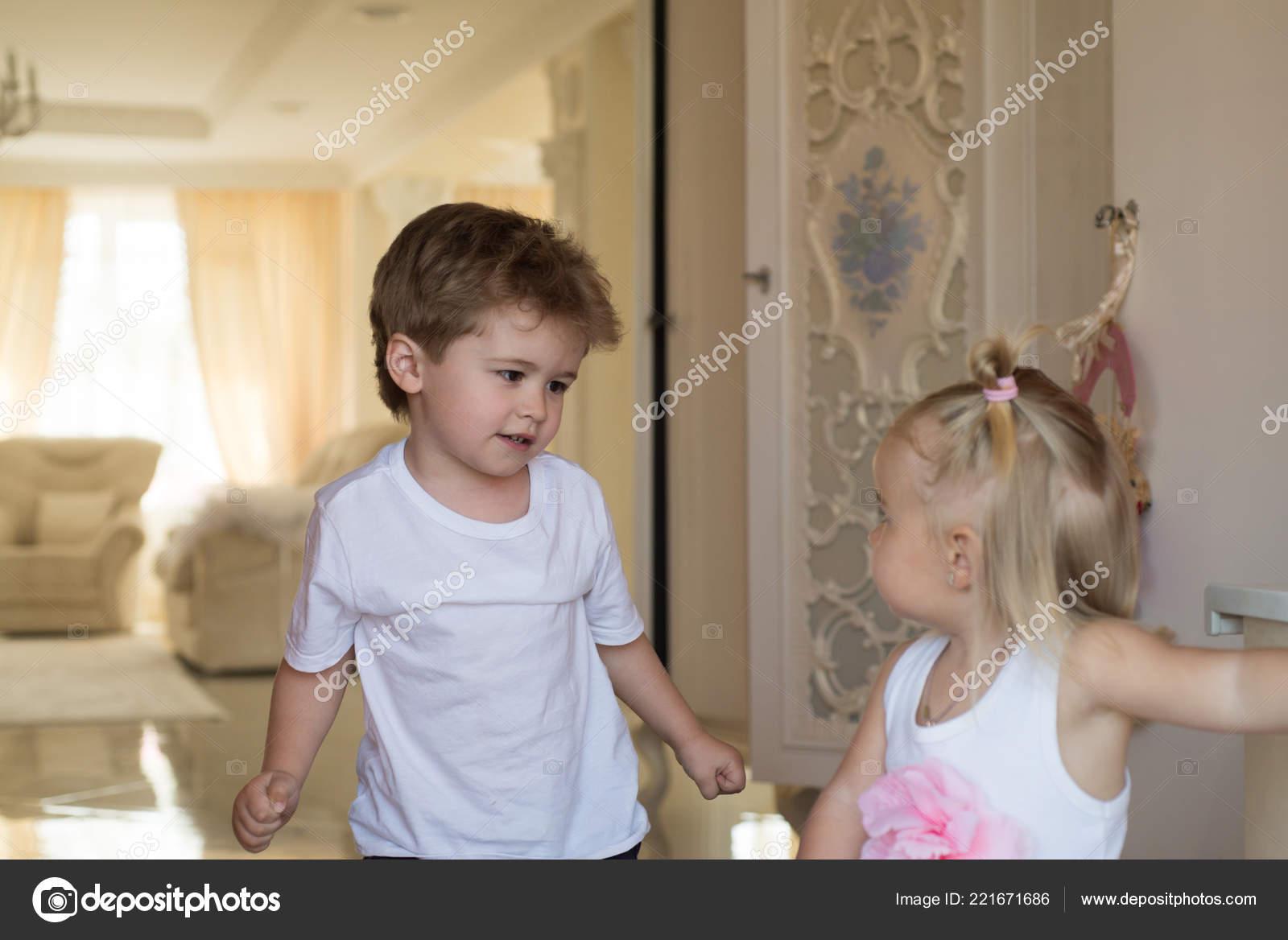 Tolle Haare Beauty Salon Kleine Kinder Mit Stilvollen Frisuren