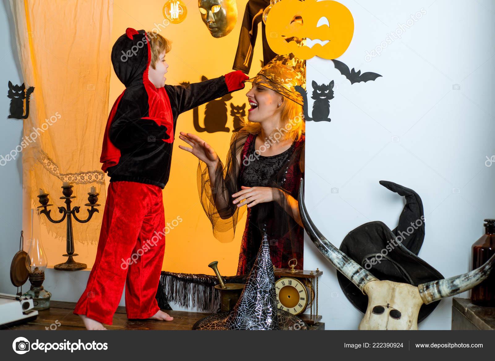 Mom Dad Baby Girl Halloween Costume Ideas.Mom Dad Baby Costume Ideas Blond Mom With Little Dressed