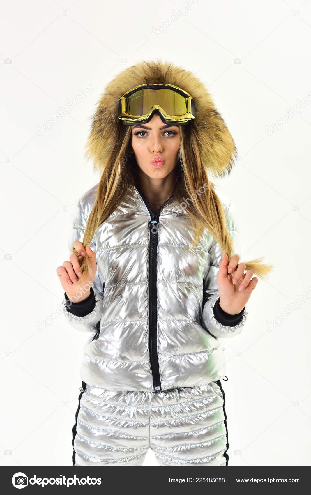 Σέξι γυναίκα σε ρούχα του χειμώνα. Καλές Γιορτές. Κορίτσι στο σκι ή  snowboard φθορά. Χειμερινό άθλημα και δραστηριότητα. Θέρετρο σκι και  σνόουμπορντ ... 4a409e59d96