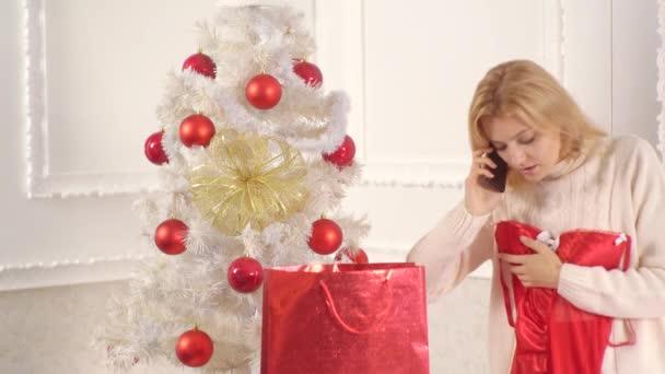 Spodní prádlo pro nový rok. Svátky a lidé koncepce - Příprava žena slaví Vánoce. Ráno před vánočními. Veselé Vánoce a šťastný nový rok