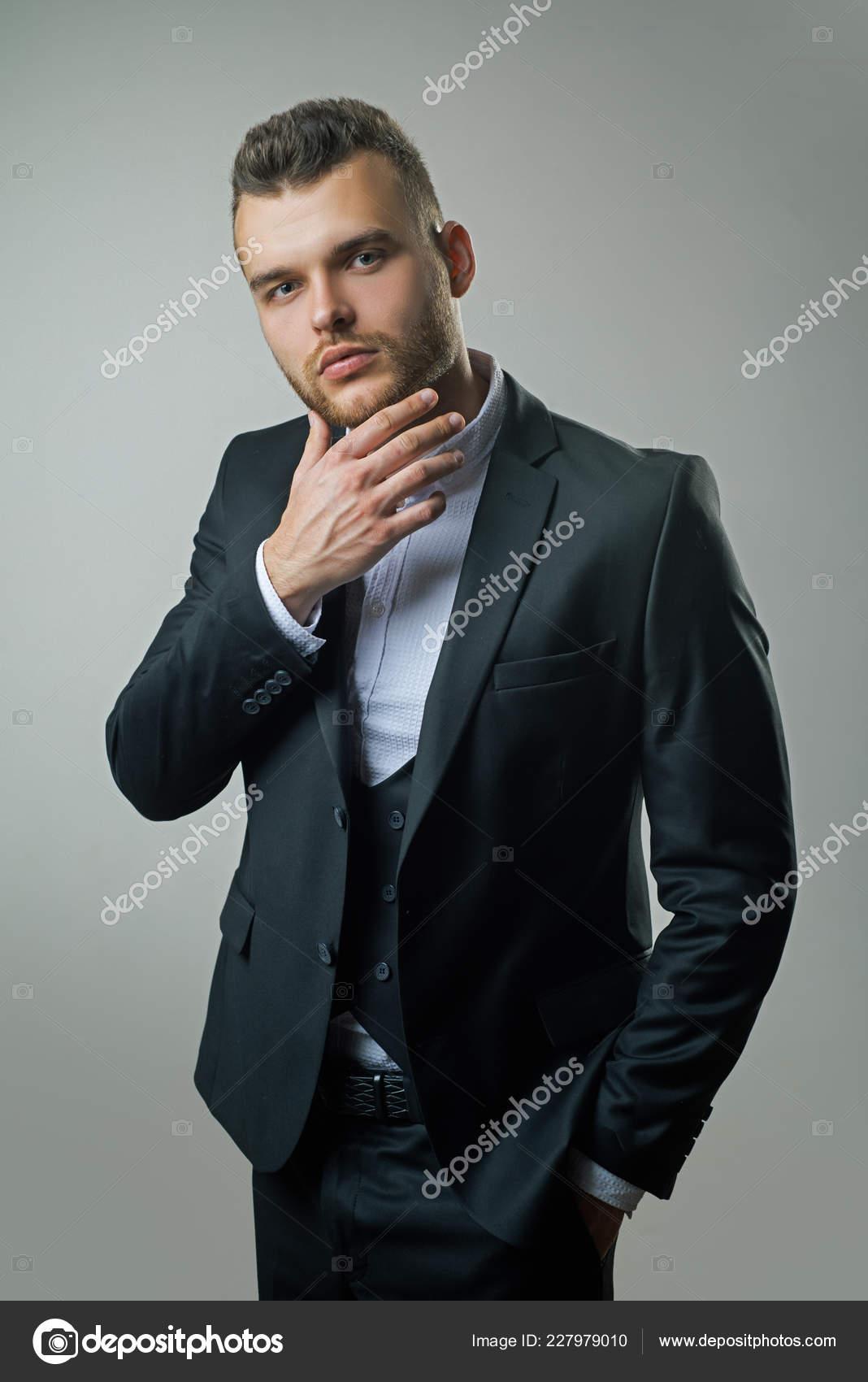 51d6ba6b13 Luxus férfi ruházat. Férfi öltöny. Klasszikus ruha. Mans divat. Gazdag  ember a