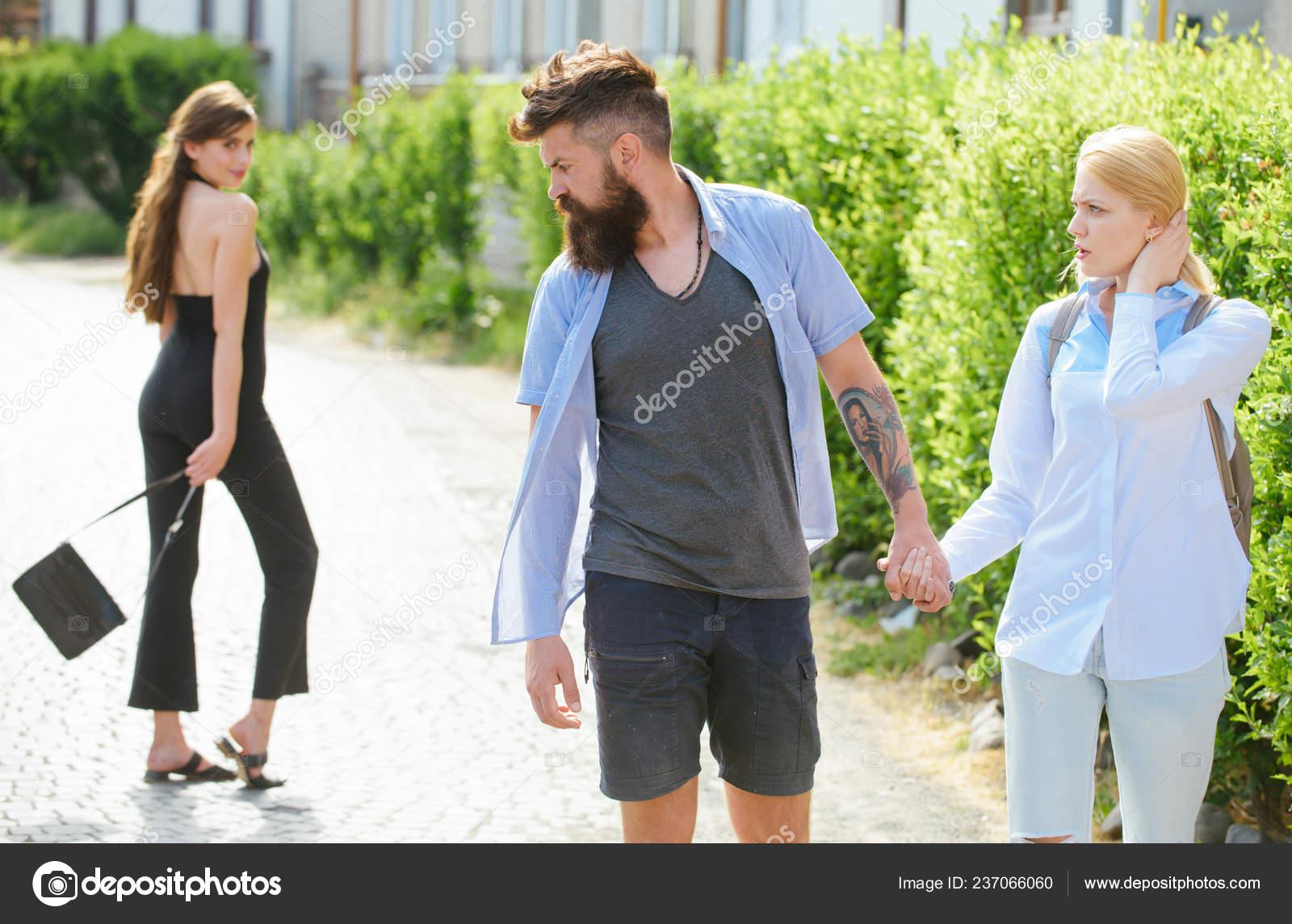 Ehemann betrügt junges Mädchen