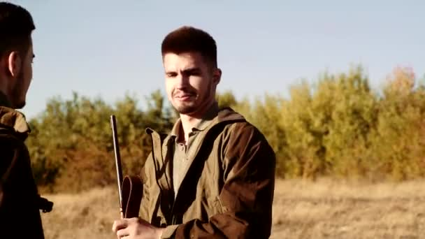 Hunter az erős puska a hatály pecsételő állatok. Vadászat Oroszországban.