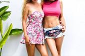 két lenyűgöző legjobb meg lányok-fal