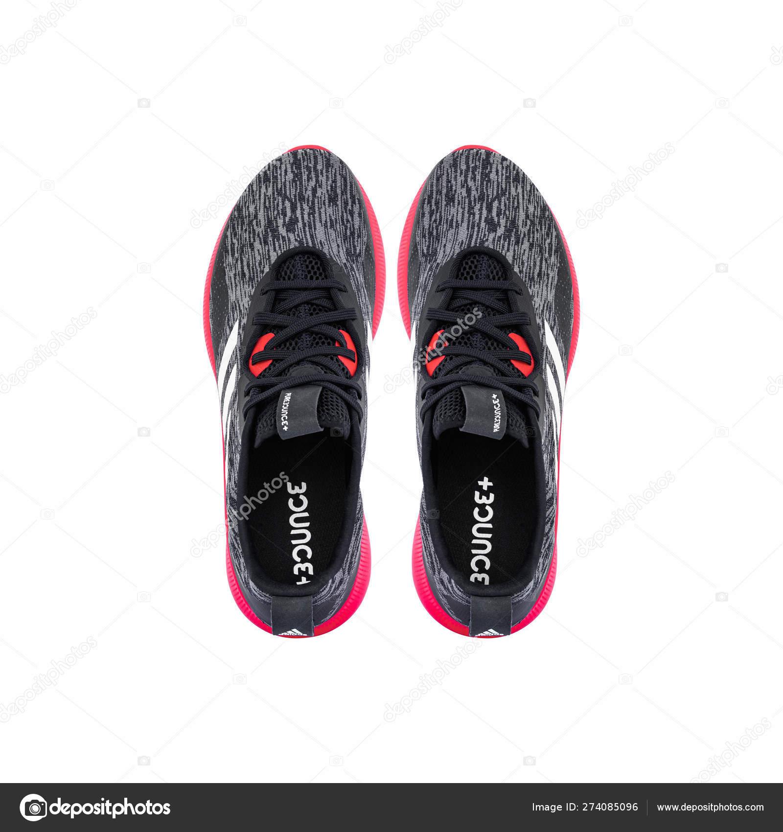 Calle Purebounce— De Stock Editorial Zapatillas Adidas Foto 3L54ARj