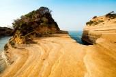 Gyönyörű táj sziklák népszerű csatorna of Love (Canal dAmour) Korfu, Görögország. turisztikai látványosságok. csodálatos bájos hely.
