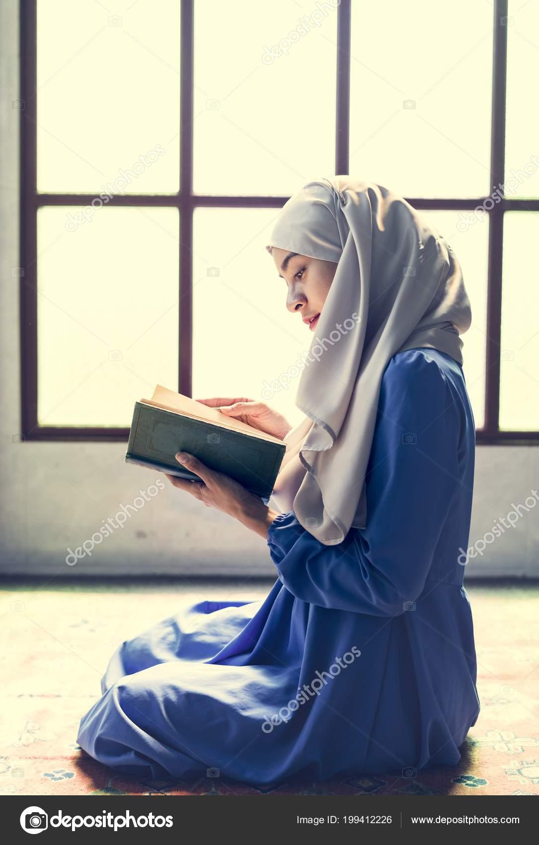 Muslim Woman Reading Quran — Stock Photo © Rawpixel #199412226
