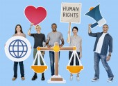Fotografie Diverse Leute halten die Menschenrechte Symbole