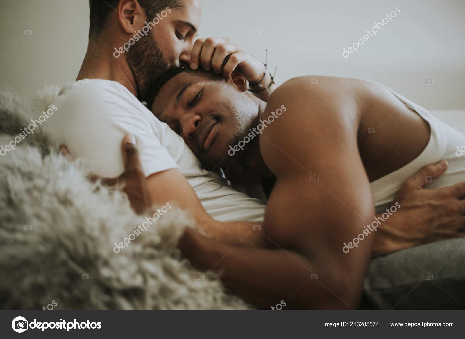 Gay A Letto.Coppia Gay Coccole Nel Letto Foto Stock C Rawpixel 216285574