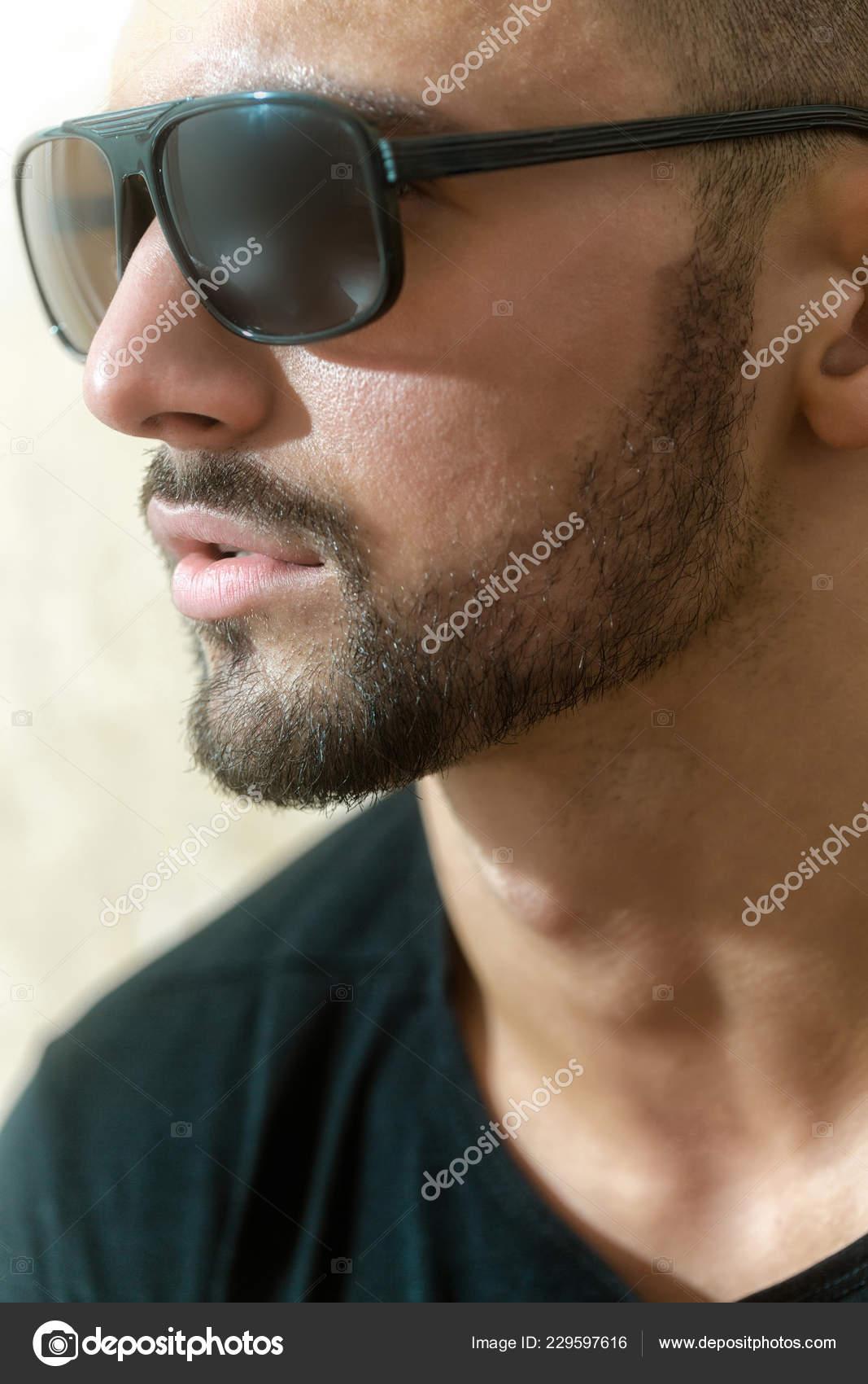 a40d281d6fbc Portrait Man Sideways Beard Sunglasses Stylish Guy Beautiful Male Face —  Stock Photo