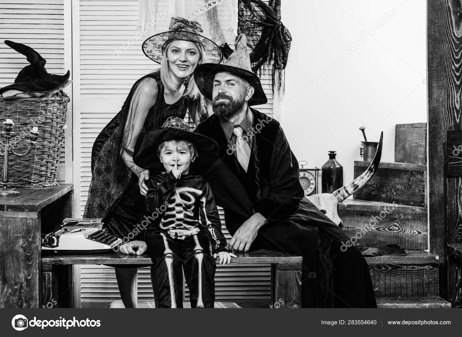 Halloween Family Photos  Skeleton posing with parents