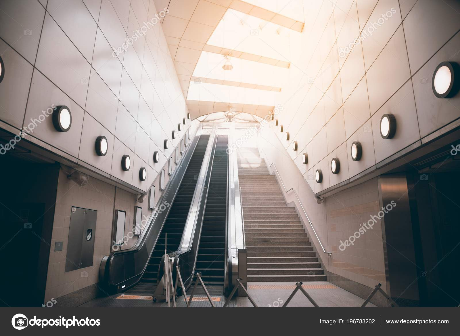 Floor Platform Electric Escalator Moving Staircase U2014 Stock Photo