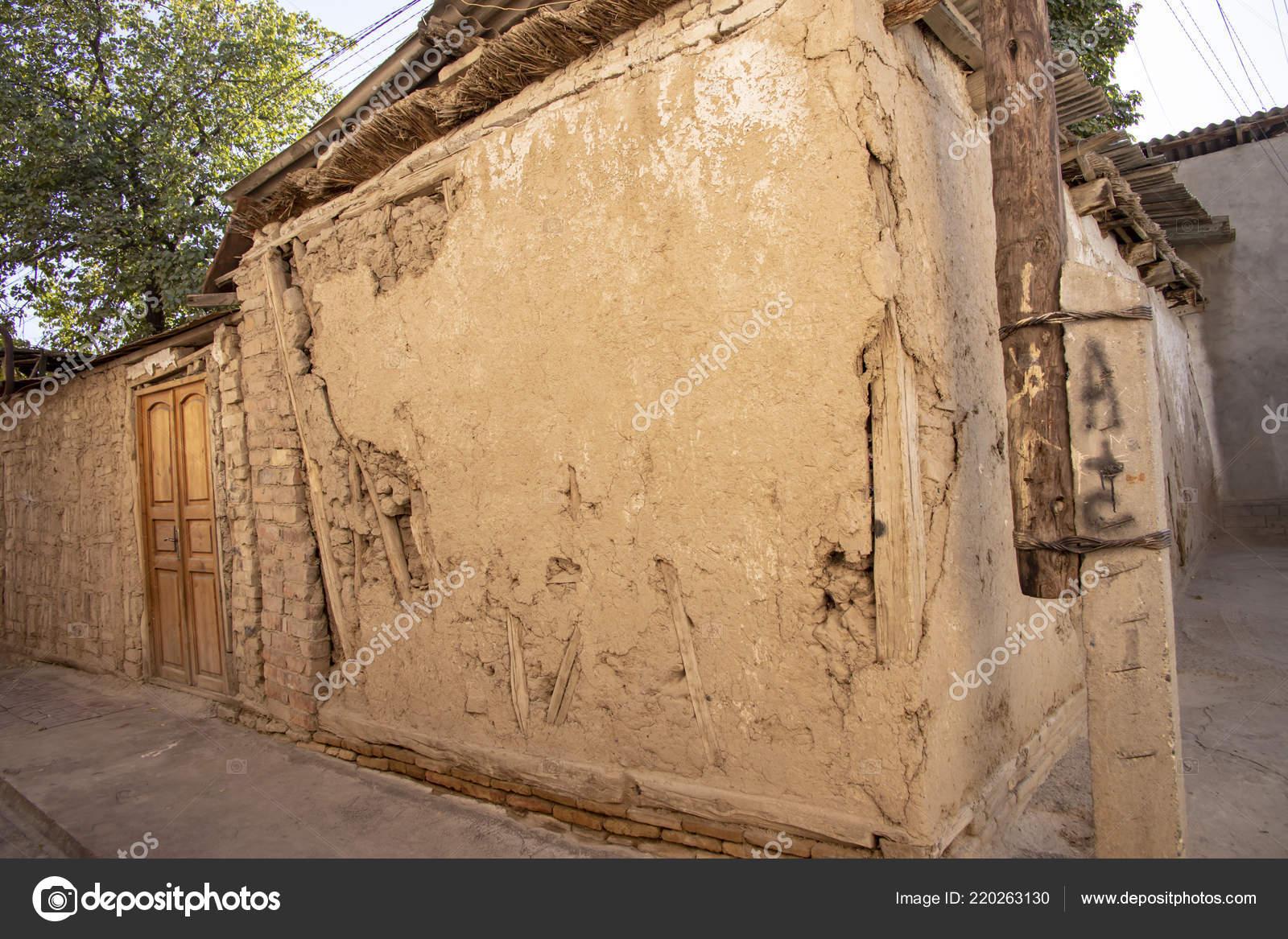 Pared Barro Exterior Puerta Madera Casa Más Antigua Vieja