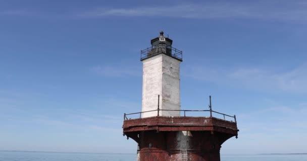 Pfanne um Außenseite des Solomons-Leuchtturms in der Chesapeake-Bucht vor der Halbinsel Delmarva.