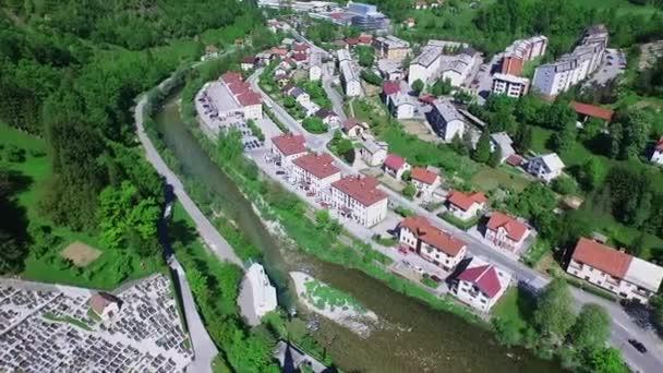 Spodnja Idrija, Slovinsko - 11. května 2015: Spodnja Idrija je osada na pravém břehu řeky Idrijca v obci Idrija v tradiční inner Carniola regionu Slovinska