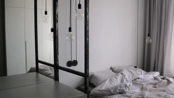 Skandinávský styl podkrovní ložnice interiér. klasické skandinávské ložnice