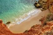 Algarve sziklák kialakulása és a strand, a csodálatos cél Portugáliában és a minden évszakban vonzerejét a sok turista az egész világ.