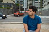 Utcai portré egy brazil fiatalemberről Recife-ban, Brazíliában