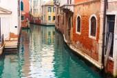 Bunt und entspannende Kanal in Venedig