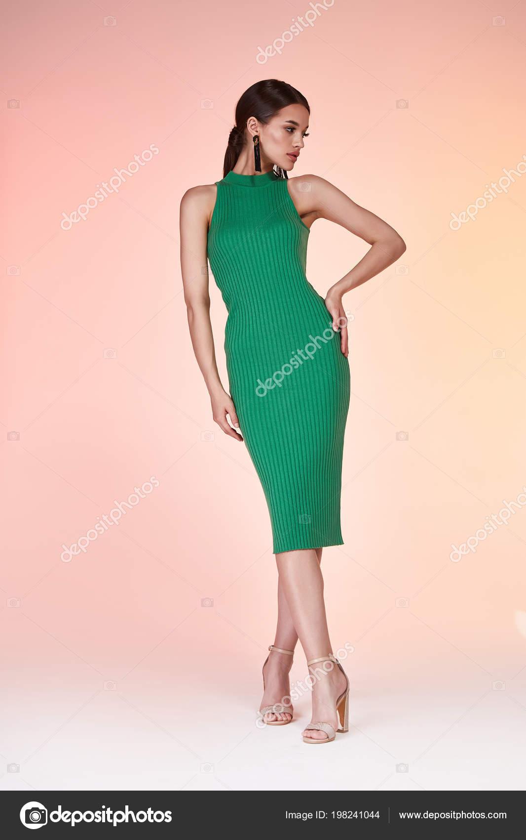 Pelo Largo Morena Hermosa Mujer Sexy Cara Bonita Ropa Color — Foto ...