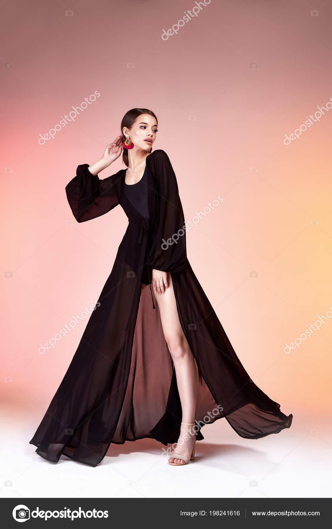 Elegancia Sexy Muy Hermosa Mujer Piel Cuerpo Tan Moda Modelo — Fotos ...