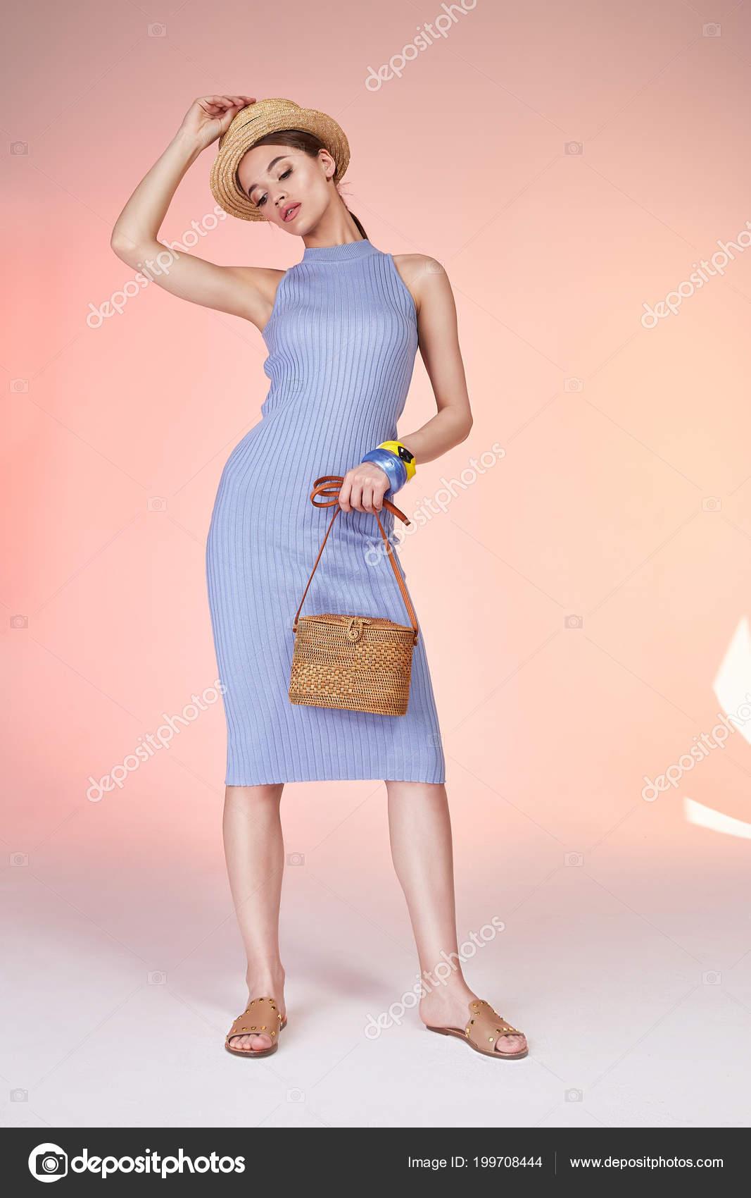 7372691ed3ec Σέξι μελαχρινή γυναίκα φθορά skinny μπλε βαμβακερό φόρεμα μεταξιού  καλοκαίρι συλλογή τέλειο σώμα σχήμα δίαιτα το μαύρισμα του δέρματος  κατέχουν στον ...