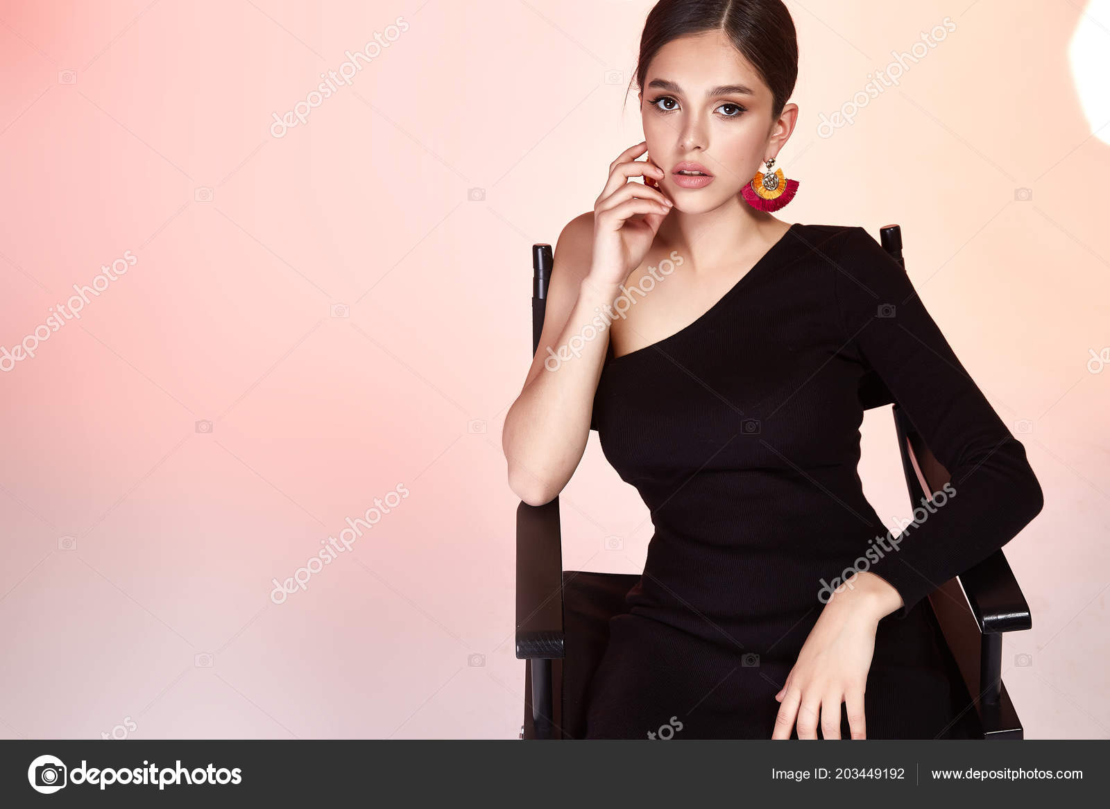 291de421dd0a Bonita Dama Sexy Modelo Glamour Moda Mujer Hermosa Estudio Fondo ...