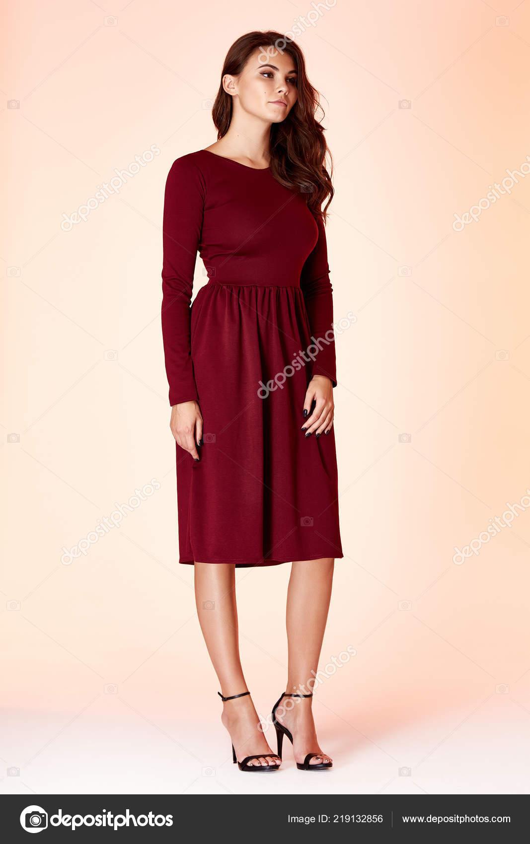 819b6253df Moda estilo de mujer cuerpo perfecto forma morena cabello usar vestimenta elegancia  casual hermosa modelo Secretario aire azafatas protocolo diplomático ...