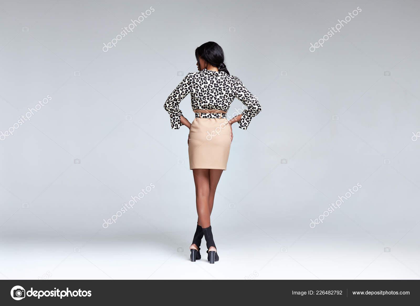 38d50739c80 Krásná žena obchodní styl kolekce party módní oblečení halenka sukně pásek  luxusní oblečení pro každý den příslušenství model dráhy mulat kůže  kosmetické ...