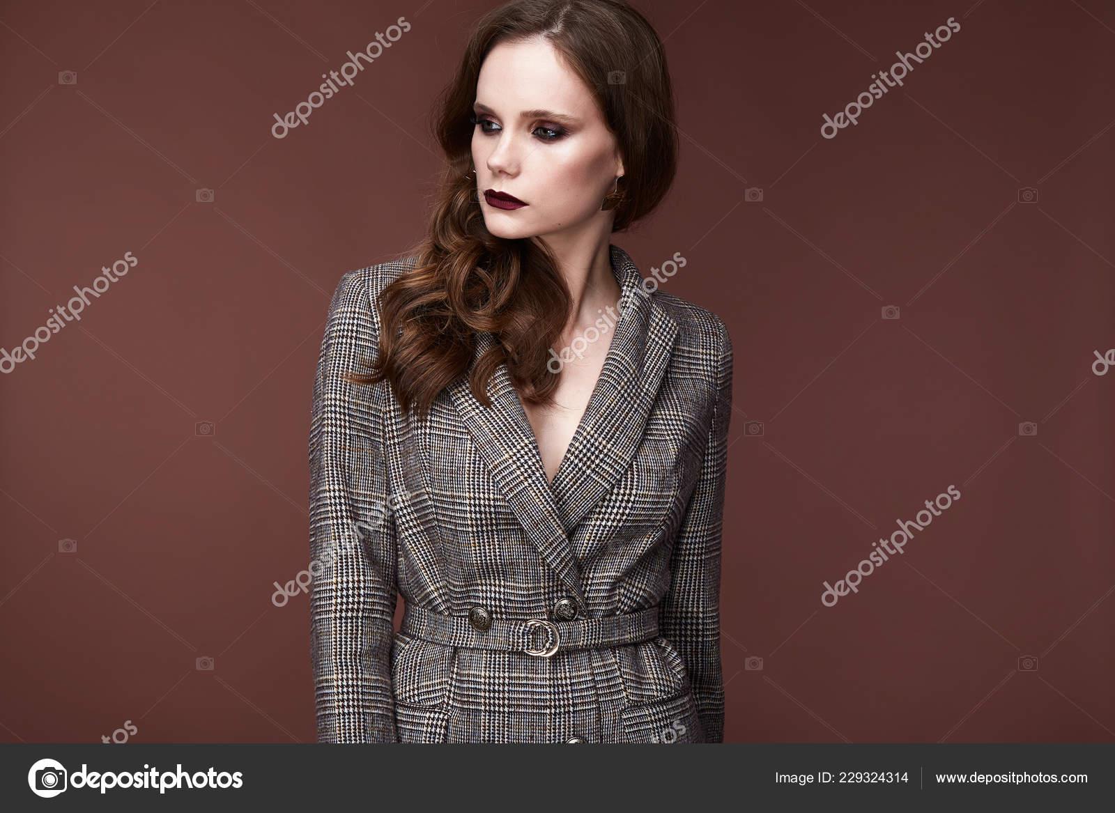 Moda Mujer Cuerpo Perfecto Forma Morena Peinar Vestir Traje