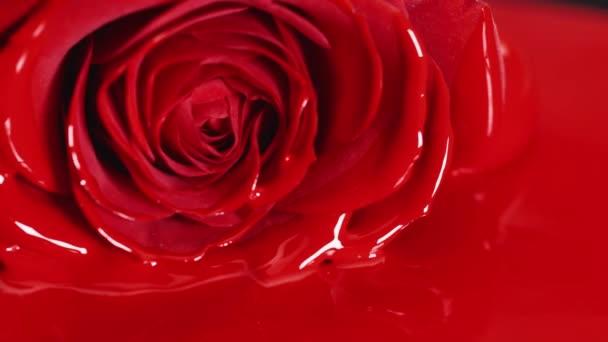 Červená barva rtěnky tekuté texturu, olejové barvy pro malování, míchání odstínů, umění tvoří kosmetika pro tvář růžový květ květ.