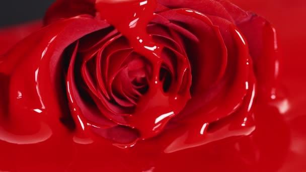 Vörös festékkel rúzs folyékony állagú, olaj festék festés, keverés árnyalatú, művészeti alkotó kozmetikai a face Rózsa virág virág.