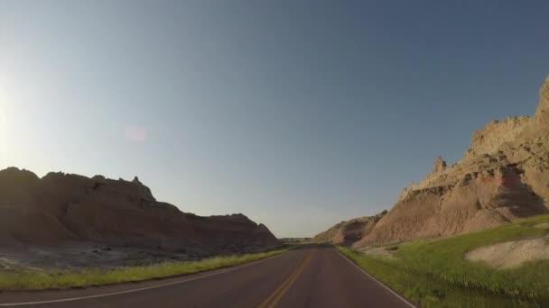 Vjezd do Badlands skalní útvary těsně po východu slunce