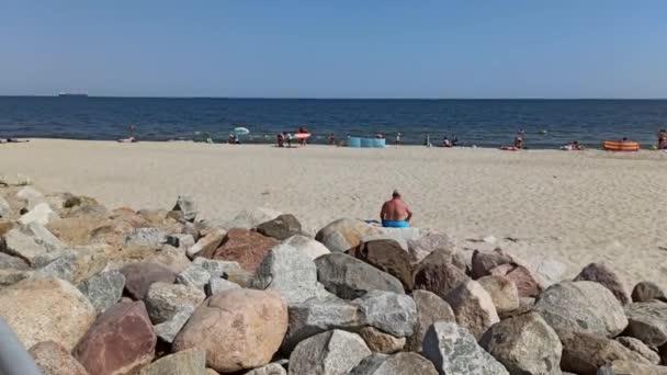 Danzig - Nordpolen: Aufnahme von Freizeitaktivitäten an der Ostsee auf der Westerplatte, einer Halbinsel in Gdańsk, die an der Mündung der Toten Weichsel in ihren Hafenkanal liegt