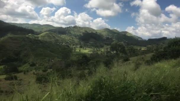 Ella, Srí Lanka, táj egy elhaladó vonatról
