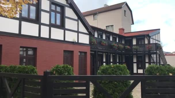 Ustka, Polen, Eine Bank vor einem Haus
