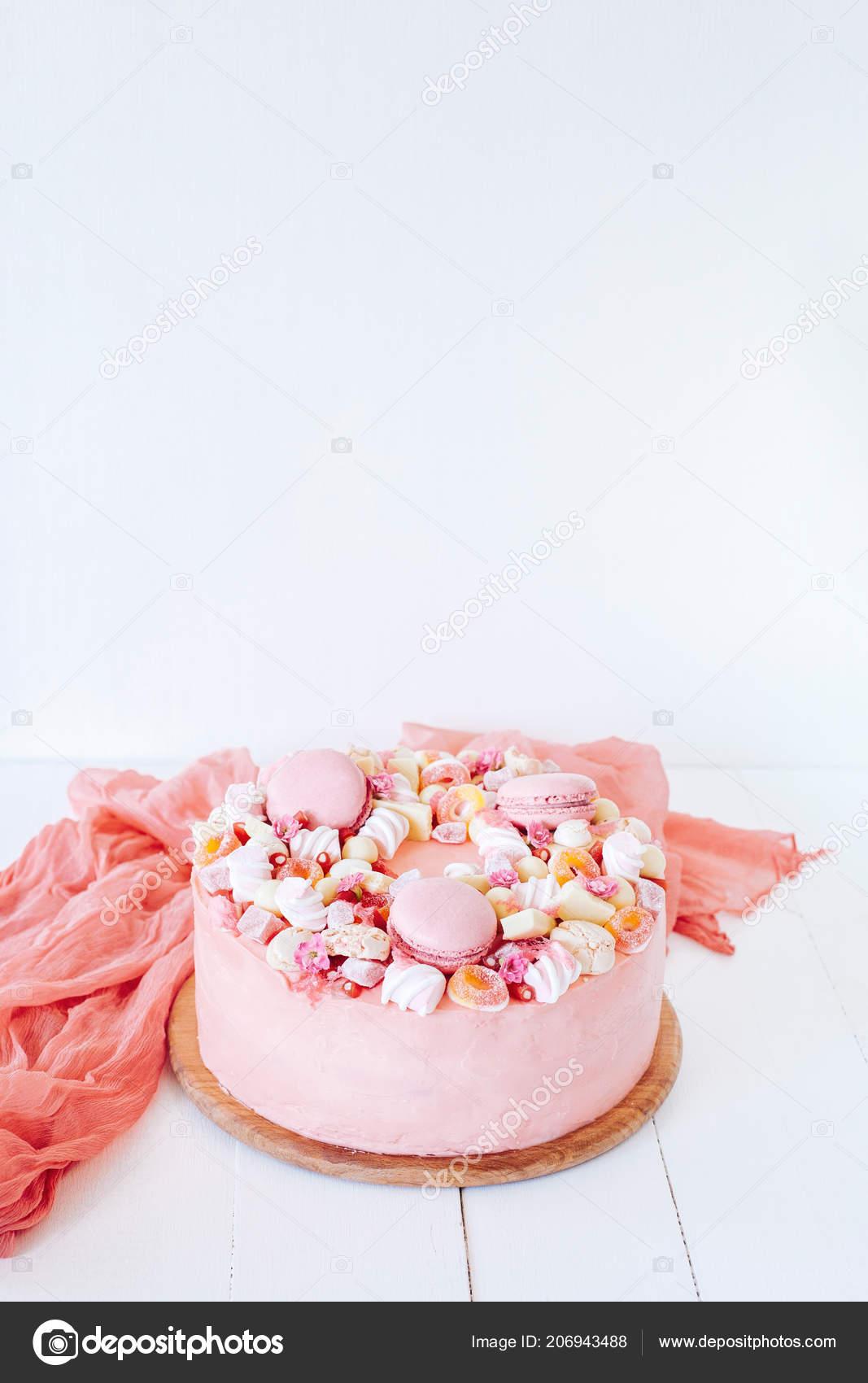 Rosa Kuchen Dekoration Aus Weisser Schokolade Marshmallows Macarons