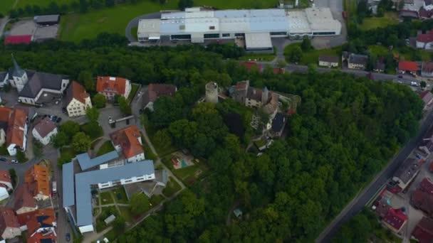 Légi kilátás a régi része a város és a kastély Krautheim Németországban. Egy késő tavaszi délután..